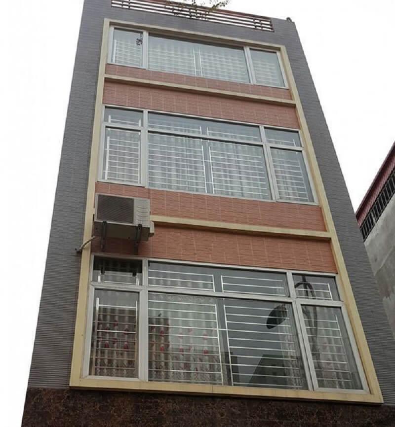 Mẫu khung cửa sổ bằng inox cho nhà ngói mặt phố