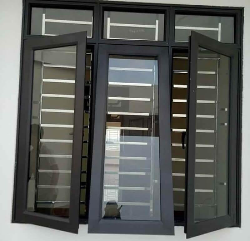 Mẫu khung cửa sổ bằng inox 3 cánh lùa