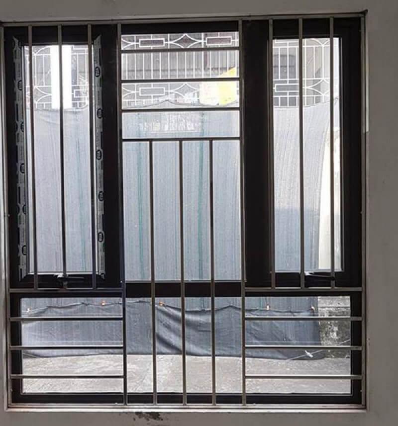 Mẫu khung cửa sổ bằng inox đơn giản an toàn
