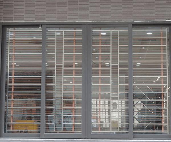 Mẫu khung cửa sổ bằng inox 4 cánh cho nhà hiện đại