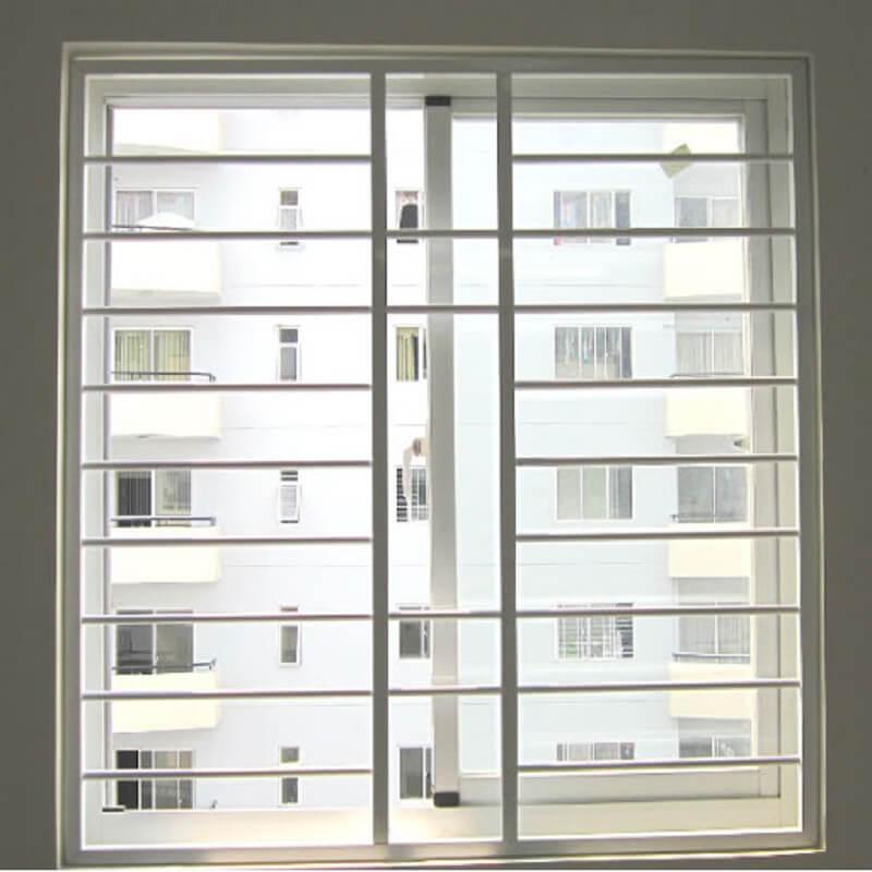 Mẫu khung cửa sổ bằng inox hai cánh trong suốt cổ điển