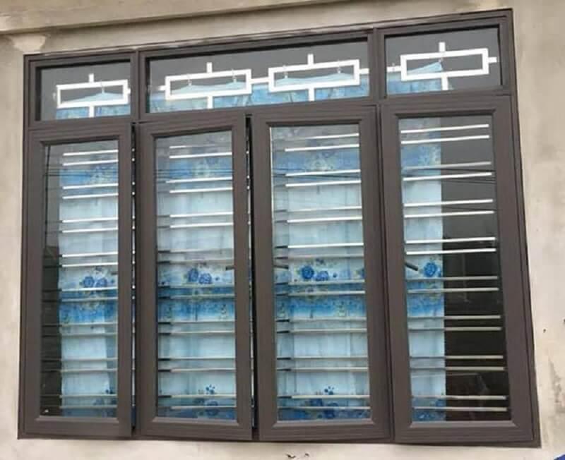 Mẫu khung cửa sổ bằng inox 4 cánh cho nhà ngói