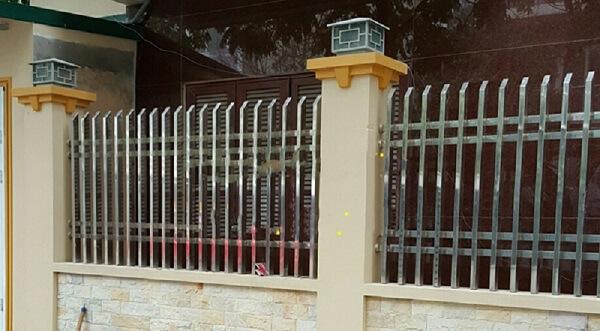 Báo giá thi công mẫu hàng rào inox đơn giản giá rẻ 2020