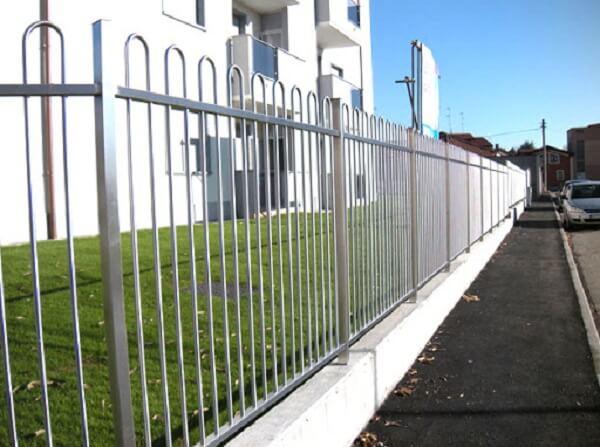 Báo giá thi công mẫu hàng rào inox cho nhà cổ điển 2020