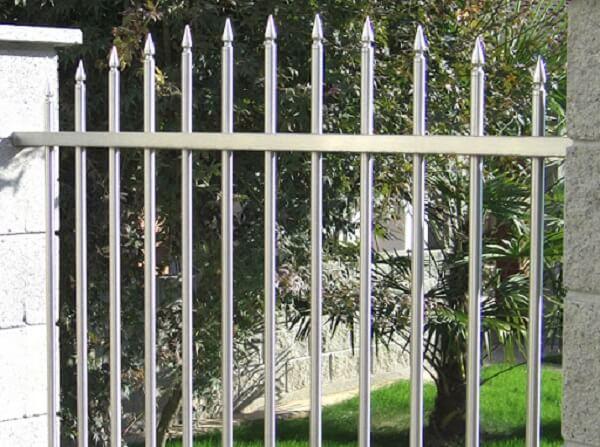 Báo giá thi công mẫu hàng rào inox chắc chắn cho nhà biệt thự 2020