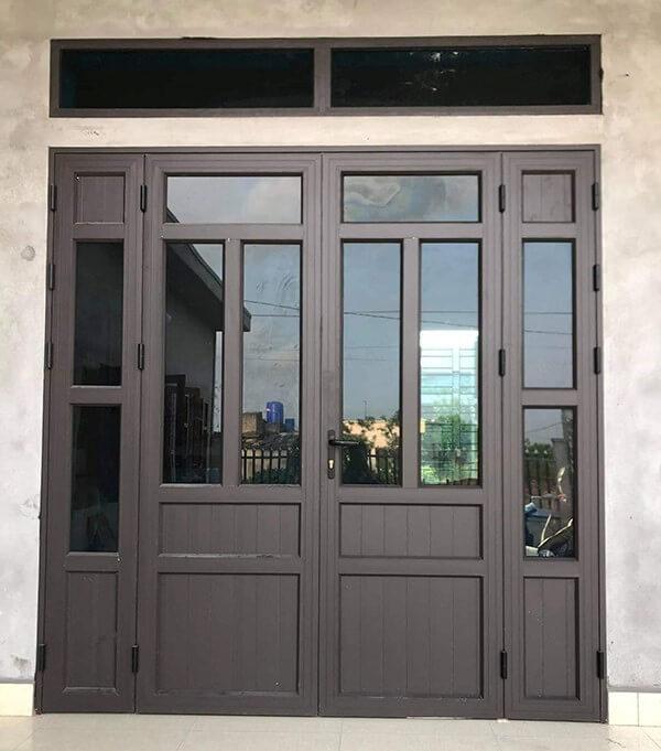 Mẫu cửa nhôm VFP 2 cánh màu tối đơn giản