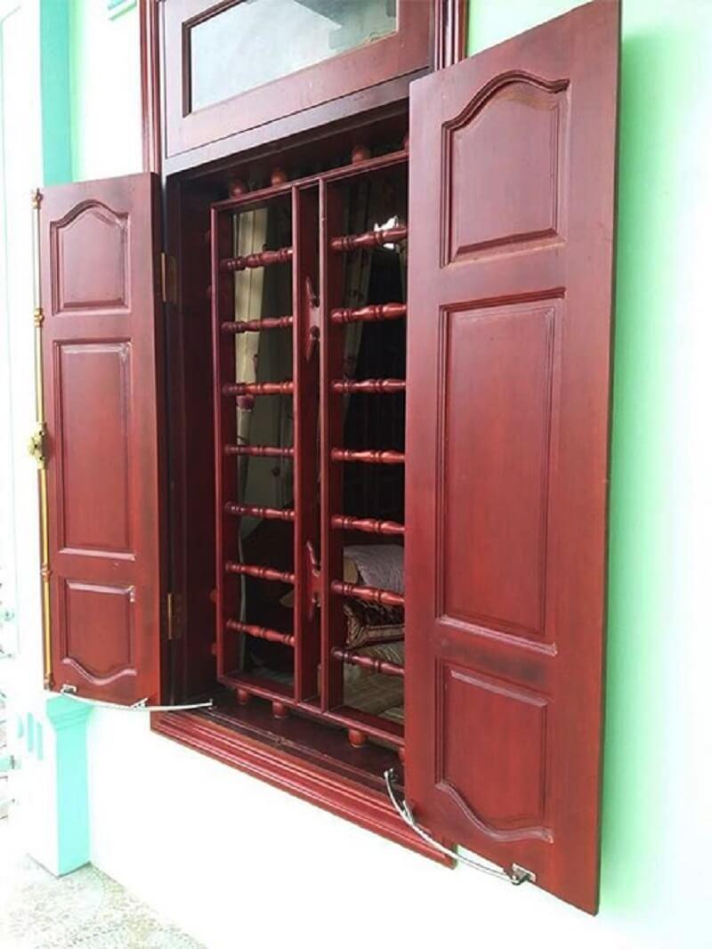Mẫu khung bảo vệ cửa sổ gỗ đơn giản hai cánh