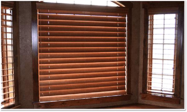 Mẫu khung bảo vệ cửa sổ gỗ kín đáo 2020