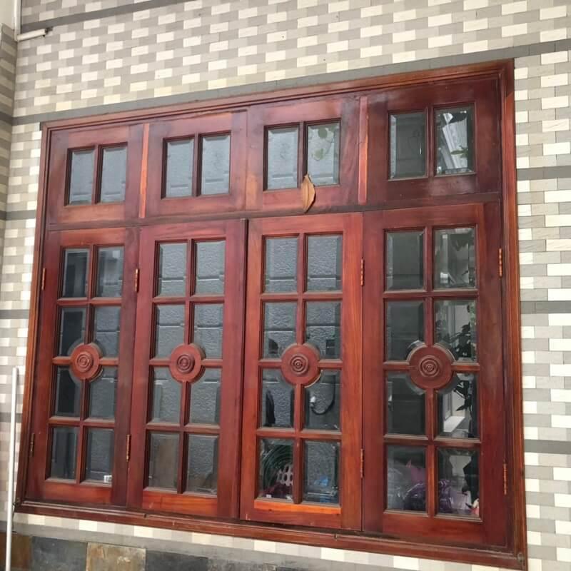 Mẫu khung bảo vệ cửa sổ gỗ bốn cánh chắc chắn