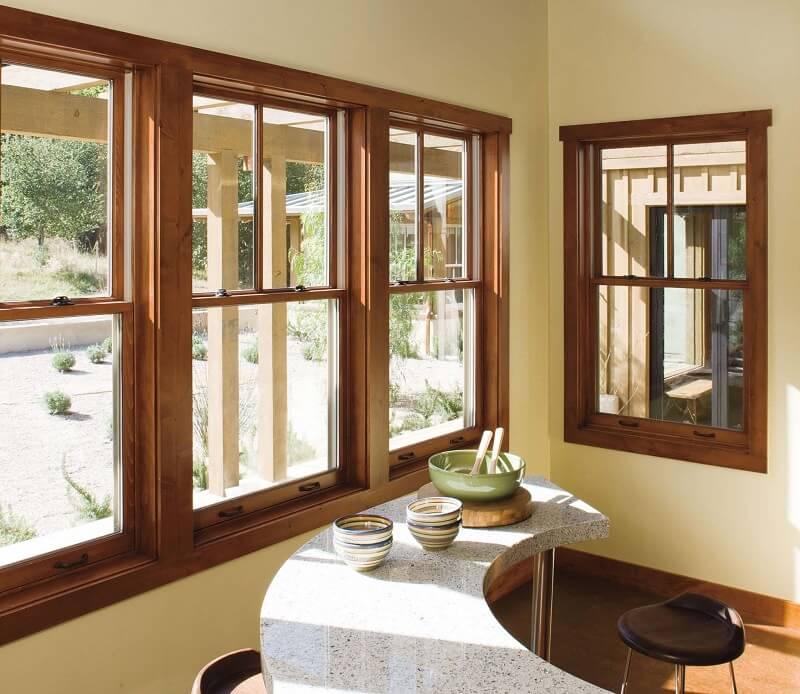 Mẫu khung bảo vệ cửa sổ gỗ thoáng mát cho nhà biệt thự