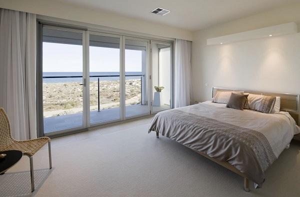 Mẫu cửa nhôm kính 4 cánh cho phòng ngủ đẹp mắt