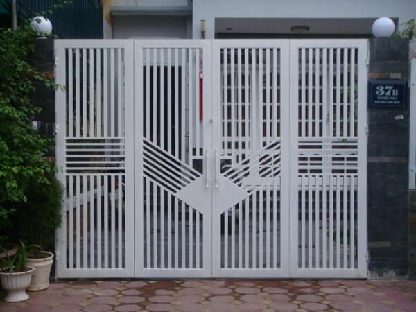 Mẫu cổng sắt 4 cánh màu trắng