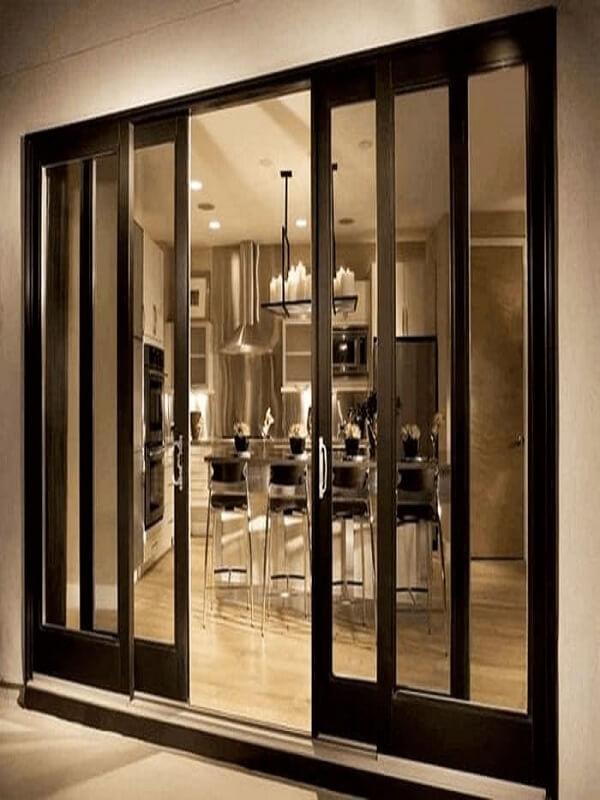 Mẫu cửa lùa hai cánh trắng như thế này phù hợp để làm cửa lối đi, cửa thông phòng,.. vì sự tiện ích và dễ dàng thao tác màu sắc cũng không kém phần nổi bật và sang trọng