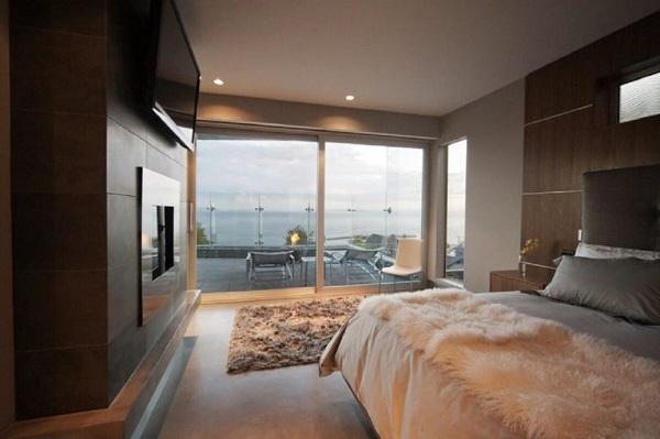 Mẫu cửa lùa trắng phù hợp với những căn phòng có kiến trúc mở, phóng khoáng, rộng rãi và khoáng đãng