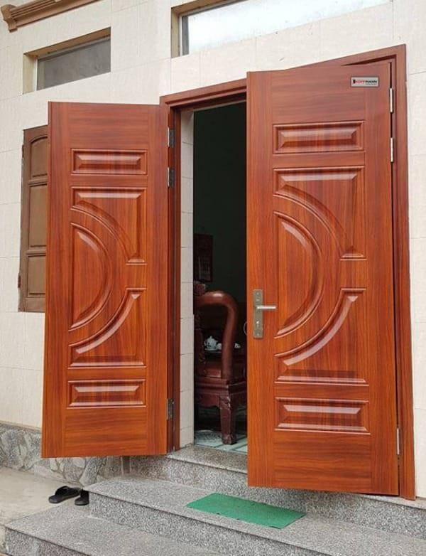 Mẫu cửa nhôm giả gỗ 2 cánh và 2 vách cố định giúp ngôi nhà khang trang và kiên cố hơn bao giờ hết