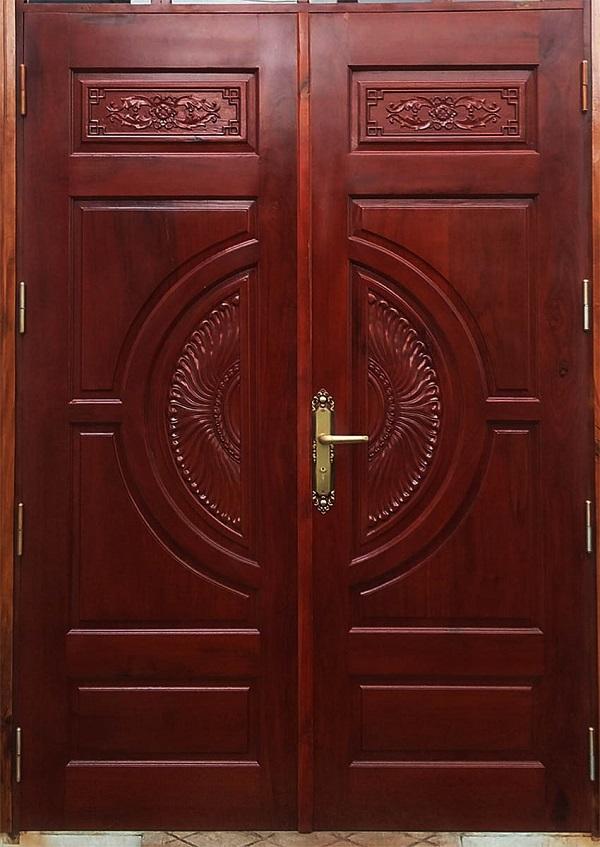 Gam màu nâu sẫm của mẫu cửa nhôm giả gỗ này cũng thu hút người khác nhờ vẻ đẹp sang trọng, cổ kính phù hợp cho những ngôi nhà có kiến trúc châu Âu sang trọng.