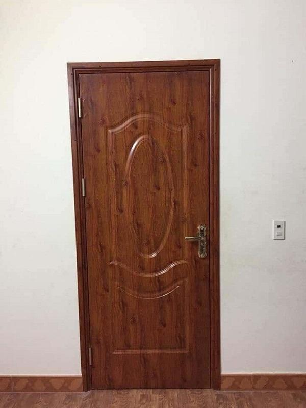 Mẫu cửa nhôm giả gỗ vân gỗ tương đồng với gỗ thật về màu sắc cũng như là hoạt tiết vân gỗ