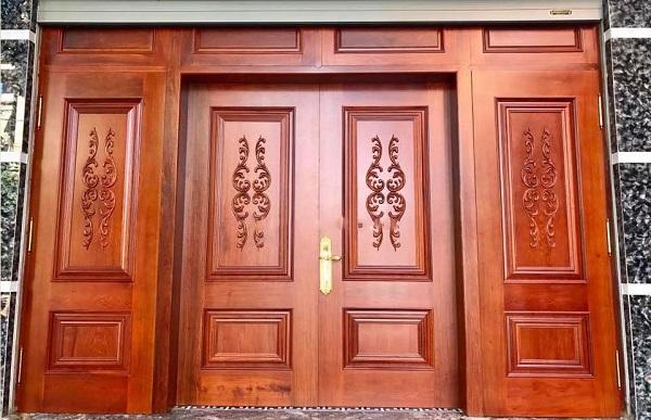Cửa nhôm 4 cánh thường dành cho nhữn ngôi nhà có diện tích lớn và cửa nhôm giả gỗ cũng được ưa chuộng nhiều vì nhiều ưu điểm rẻ, đẹp, chất lượng cao