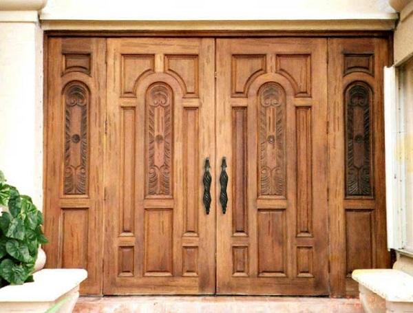 Vẻ đẹp cổ kính là vẻ đẹp cốt lõi mà các loại cửa nhôm giả gỗ 4 cánh mang lại, nó cho người nhìn một cái nhìn về vẻ đẹp sang trọng và quí phái