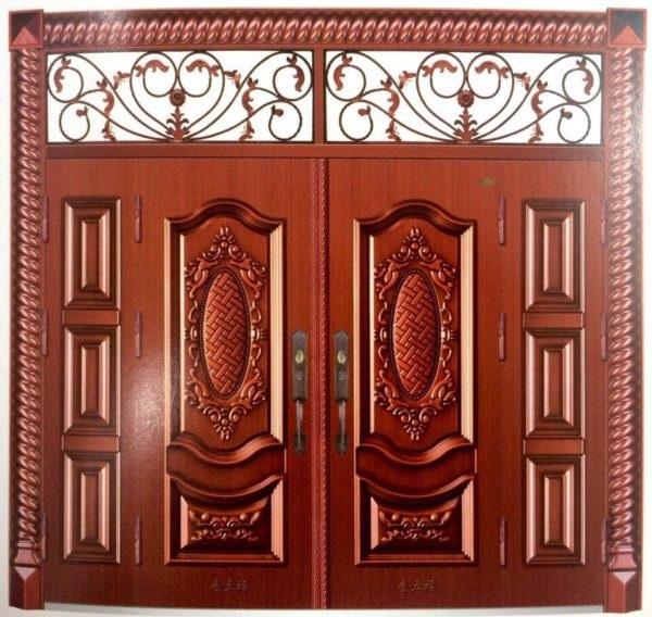 Các hoa văn trên cửa nhôm giả gỗ được chạm trổ đẹp như trên gỗ thật người ta khó lòng có thể phân biệt được.