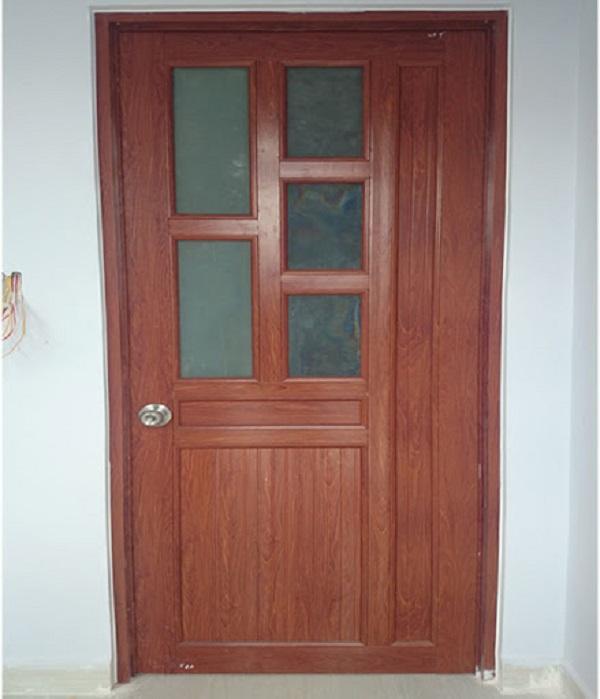 Mẫu cửa 1 cánh chia màu vân gỗ với một vách cố định kiên cố và chắc chắn hơn.