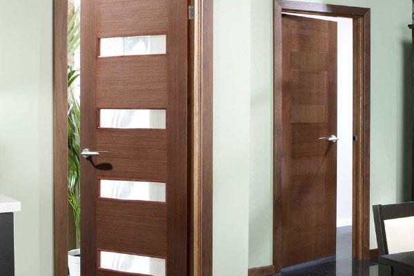 Mẫu cửa nhôm 1 cánh giả gỗ với thiết kế cực hút mắt với màu sắc hài hòa trang nhã.