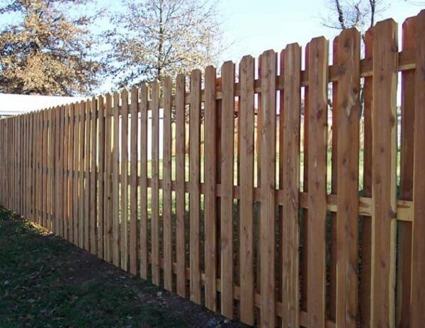 Hàng rào gỗ thông an toàn