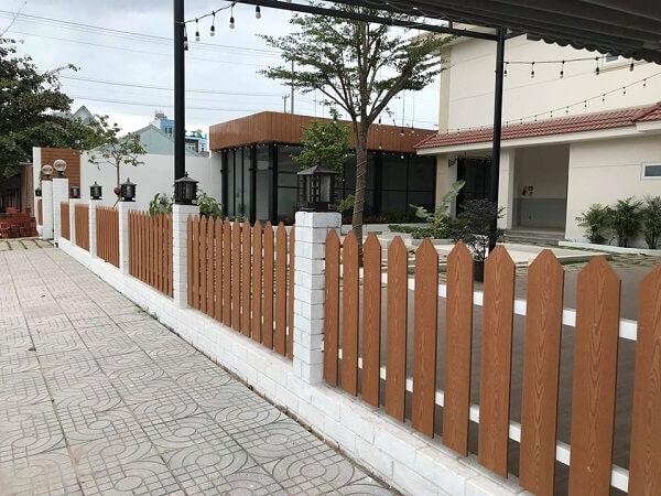 Mẫu hàng rào gỗ dành cho các quán cafe