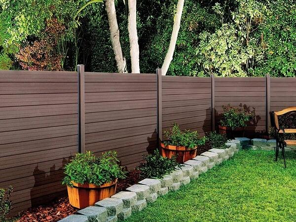 Hàng rào gỗ thiết kế bắt mắt