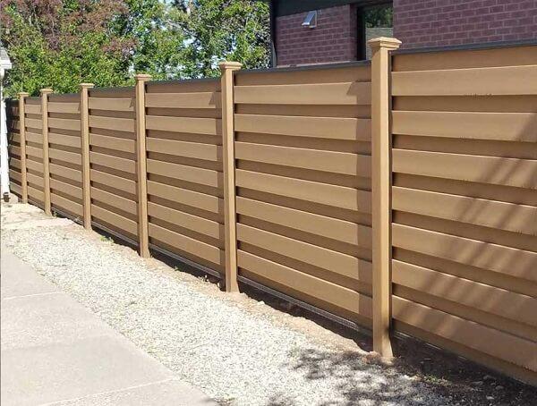 Mẫu hàng rào gỗ ngoài trời an toàn, chắc chắn