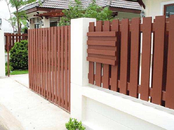 Mẫu hàng rào gỗ có thiết kế đơn giản