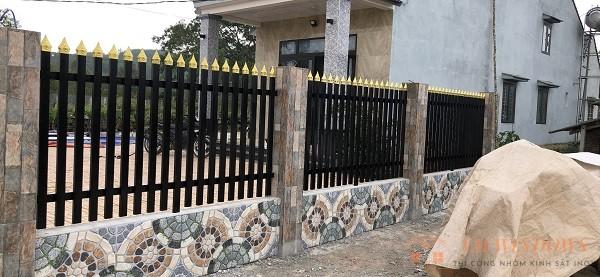 Hình ảnh gần mặt bên hàng rào tại Bình Sơn