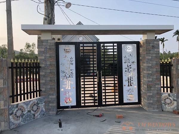 Hình ảnh cổng nhà hàng rào tại Bình Sơn