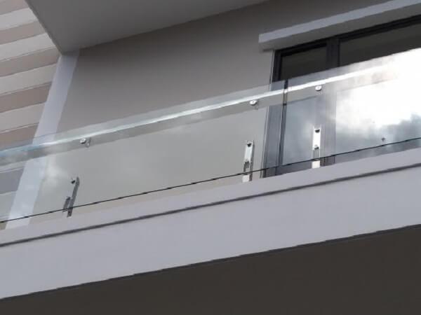 Mẫu lan can kính inox 304 kính cường lực đơn giản