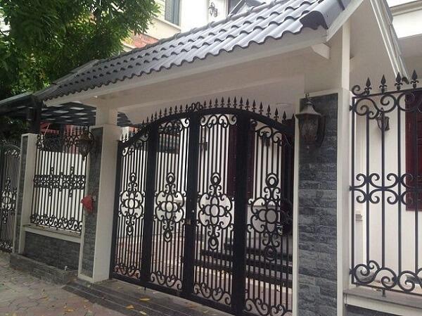 Mẫu mái cổng lớp ngói dành cho cổng sắt sang trọng, cao cấp