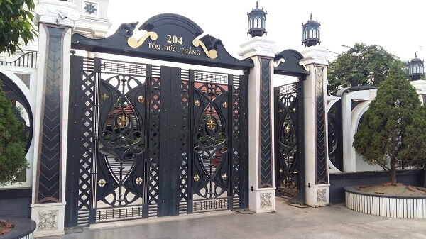 Cổng biệt thự tối màu chất lượng cao