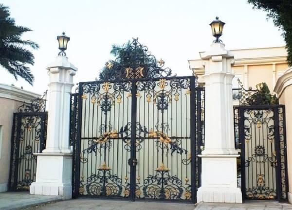 Mẫu cổng biệt thự inox đen sang trọng