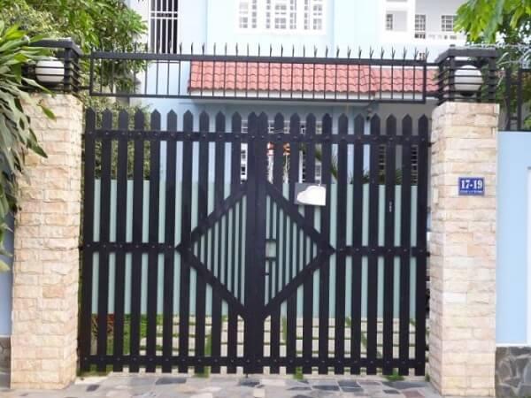 Mẫu cổng nhà phố cổ điển, đơn giản