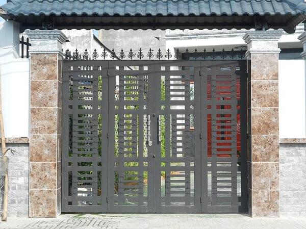 Mẫu cổng nhà phố cổ điển đơn giản