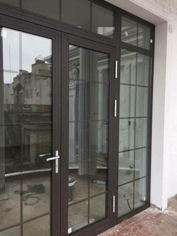 Mẫu cửa nhôm Xingfa 2 cánh màu xám đen hiện đại