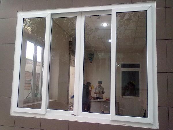 Mẫu cửa nhôm Xingfa 4 cánh mở lùa màu sắc hiện đại