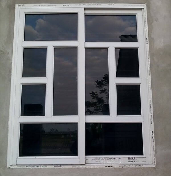Mẫu cửa sổ 2 cánh màu trắng chia ô đẹp, độc đáo
