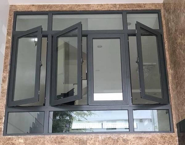 Mẫu cửa nhôm kính 4 cánh mở quay màu đen tuyền đẹp và sang trọng