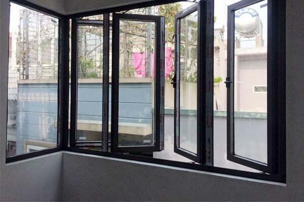 Cửa sổ nhôm kính 4 cánh đen mở quay