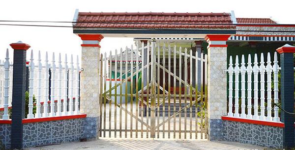 Mẫu hàng rào inox đơn giản an toàn cho nhà cấp 4
