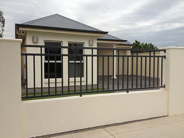 Mẫu hàng rào sắt đơn giản, an toàn cho nhà cấp 4