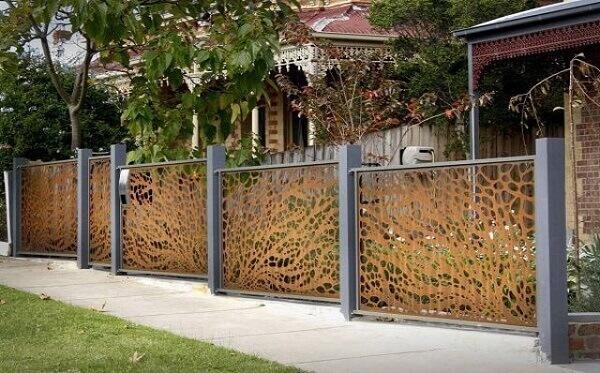 Mẫu hàng rào nhà cấp 4 thiết kế cầu kì, tinh tế, thuận mắt