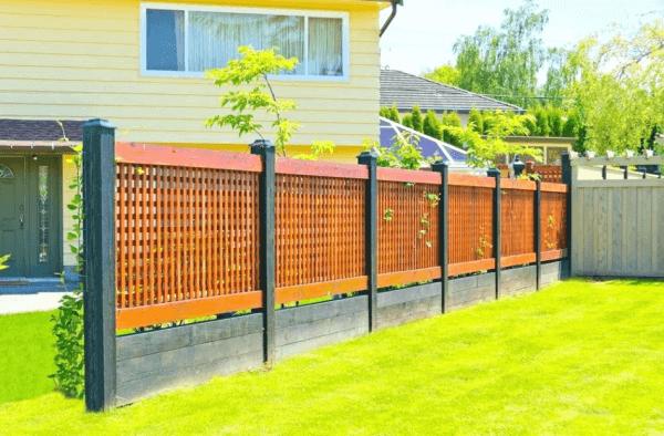 Mẫu hàng rào gỗ bền bỉ, bắt mắt cho nhà cấp 4