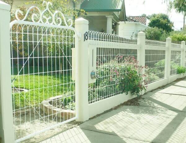 Hàng rào sắt màu trắng thiết kế sang trọng, đẹp mắt