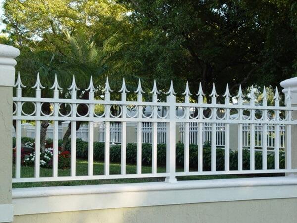 Mẫu hàng rào sắt thiết kế đơn giản, hiện đại